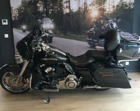 Harley Davidson Street Glide CVO