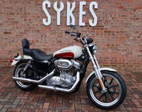 2011 Harley-Davidson XL883L Sportster Superlow in Birch White and Sedona Orange