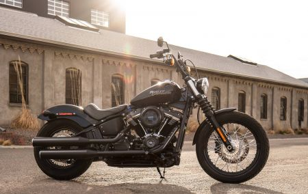 BOOK A SPORTSTER™ AND TAKE HOME A STREETBOB™