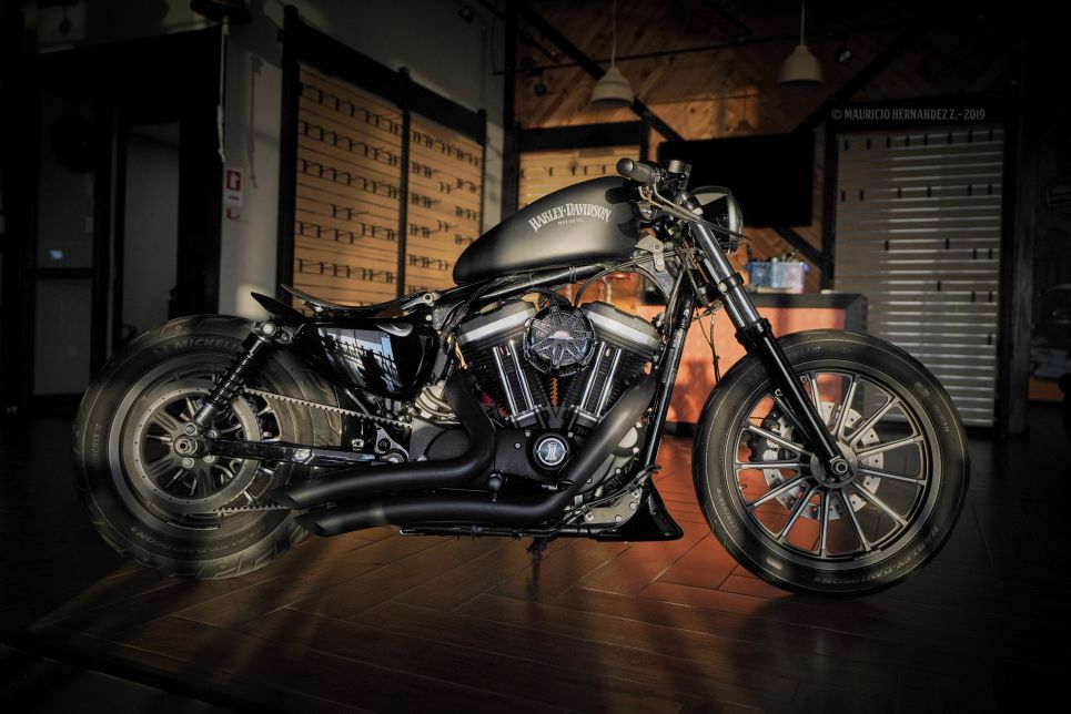 Sportster Iron883 Customs Dark Racer