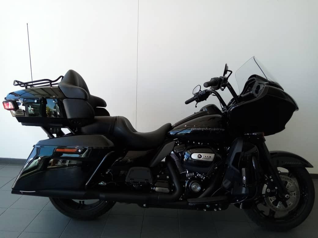 2020 Road Glide Limited – Black Option